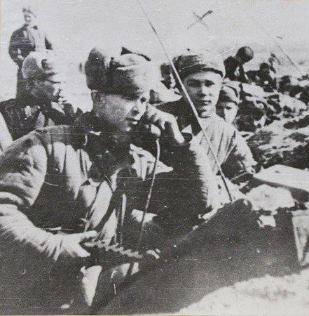 Эмир Ягьяев поддерживал радиосвязь батальона с командиром полка