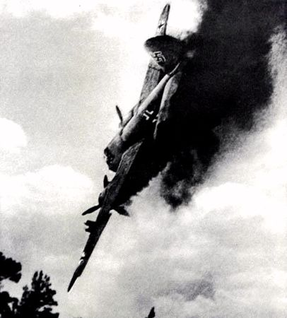 Семен Асманов метко сбивал самолеты противника