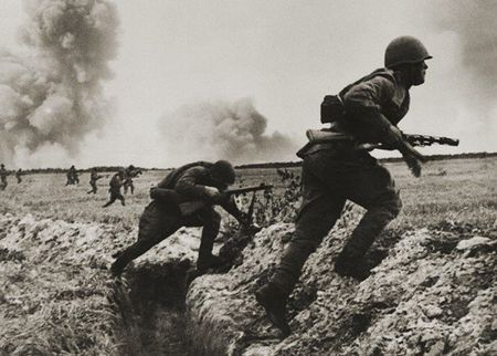 Джелял Караваев забросал гранатами вражеских солдат