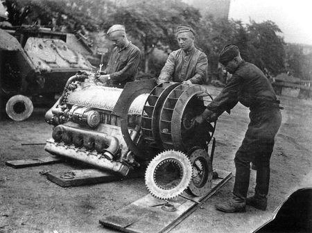 Эмир Мусаев точил запчасти для военной техники