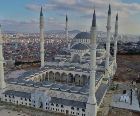 В Стамбуле открыли самую большую мечеть в мире