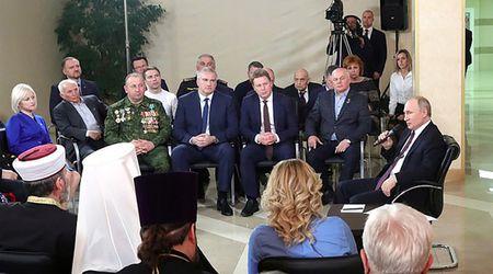 Как крымские общественники Путина ублажали