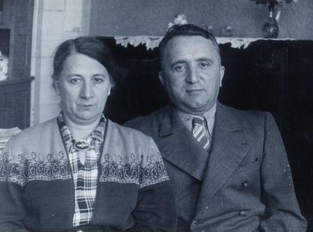 Это мой дед - Амзаев Эмир Усеинович — начальник санитарной службы Дальневосточной армии. Затем начальник военного госпиталя в г. Чкалов (теперь Оренбург). Он умер 04.01.1963 года. Его жена, Хатидже Мессеудова (18.02.1910)...