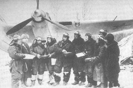 В картотеке учета офицерского состава ВВС ЦАМО РФ удалось выяснить, что лейтенант Трошков 25.11.1941 г. вылетел на боевое задание вместе со штурманом Попковым. Следовательно, самолет с немецкой фотографии вёл лейтенант Мензаде, не вернувшийся из боевого вылета 25 ноября 1941 года.