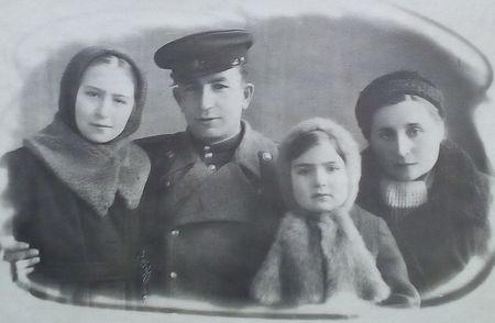 После демобилизации вернулся в Нальчик к семье, которая проживала здесь после эвакуации из Ленинграда.