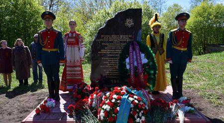 В Кингисеппе открыли памятник воинам из Казахстана