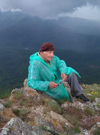 При подъеме на плато — небо заволокло тучами, полил вначале мелкий переходящий в ливень с градом дождь, который сопровождал восходителей практически до самого подъеме на Эклизи-Бурун и на всем пути на спуске с горы до Ангарского перевала.