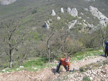 Асан-акай упорно идет в гору