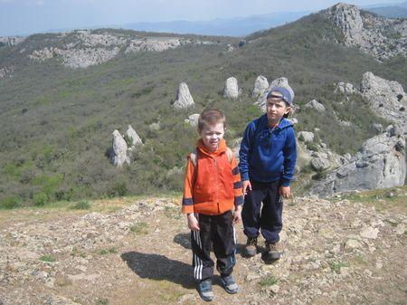 Друзья почти на вершине Ильяс-къая