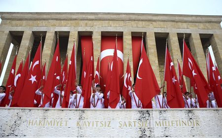 Турция отмечает столетие борьбы за свободу