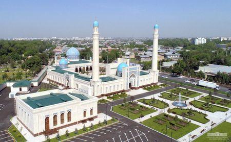 Шавкат Мирзиёев открыл в Ташкенте большую мечеть