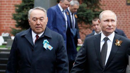 Нурсултан Назарбаев был на параде Победы в Москве