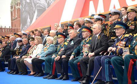 Путин поздравил страну с Днем Победы