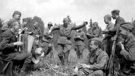 Энан Мустафаев руководил военным ансамблем