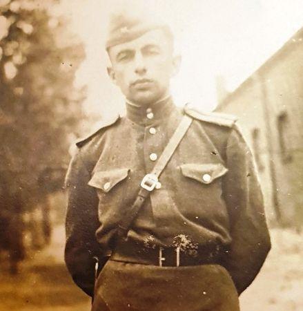 Участвовал в боевых действиях на Калининском, 2-м Прибалтийском и 1-м Белорусском фронтах.  Член ВКП(б) с 1944 г.