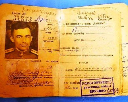 22 августа 1946 был уволен в запас в звании лейтенанта.