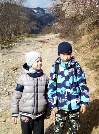 Асан-акай и друг Володя в начале пути