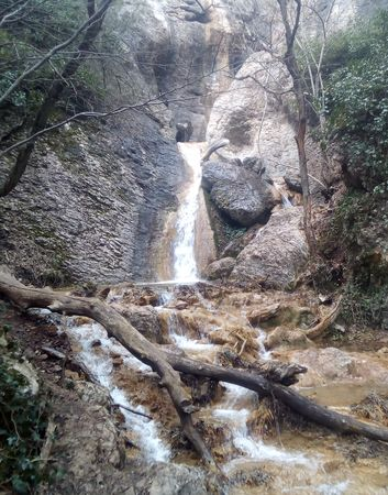 Нижний водопад большого каскада, стекающего с большой скалы