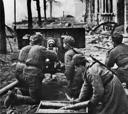 Сейт Ягья Ачкали уничтожал фаустников на улицах Берлина (2)