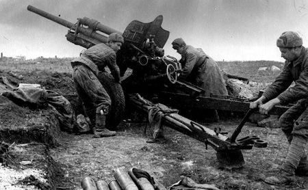 Абибула Кубедин ремонтировал пушки в боевых порядках