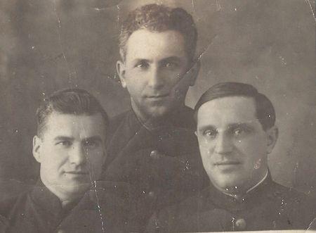 С 1 ноября 1941 г. Велиулла Муртазаев – секретарь партбюро и пропагандист в Политуправлении Черноморского флота (г. Севастополь).