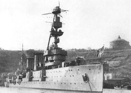 Азим Тимиров служил боцманов на крейсере «Красный Крым»