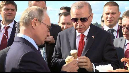 Путин угостил Эрдогана мороженым
