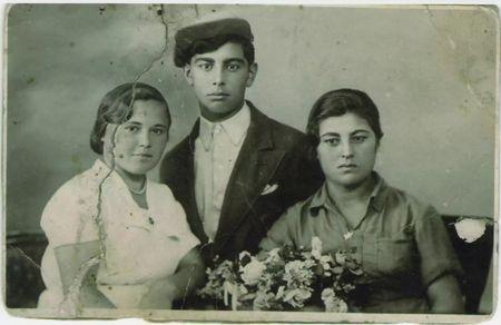 Абдуль Тейфук с сестрами (предположительно, Васфие и Лютфие).