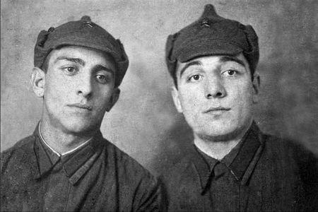 Тейфук Абдуль (справа) с братом Мустафой, 1940 г.