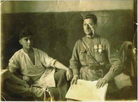 Абдуль Тейфук в госпитале, рядом капитан Афанасьев