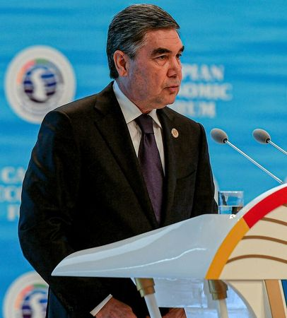 Гурбангулы предложил построить Каспий