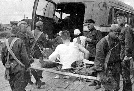 Ариф Мамутов на фронте возил раненых (2)