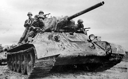 Эбазер Мамутов был стрелком-радистом танка