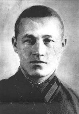Рустем Барамыков бил фашистов с воздуха и на земле