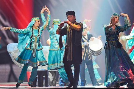 Наряду стем, что Азербайджан находится натерритории Кавказа, это очень близкая нам страна. У нас так много общего вистории, что, приехав вАзербайджан, вы непочувствуете себя иностранцем.