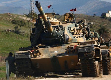 Турецкие танки заводят моторы