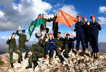 На Ангара-Бурун водрузили Знамя Победы