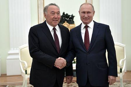 Нурсултан зовет Путина и Зеленского в Астану