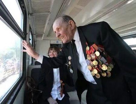 Ветераны войны год будут ездить в Крым на поезде бесплатно