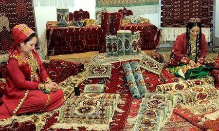 Туркмены привезли в Париж ковры и деликатесы