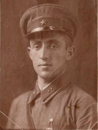 Старший брат Ирих Диляры Османовны – Ирих Энвер Османович 1918 г.р. погиб в 1941 г. на Калининском фронте.
