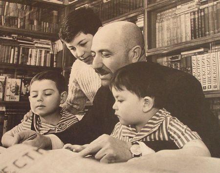 Кайсын Кулиев: Смотри, сынок, Балкария в облаках! Вот она, наша родная земля, земля отцов!