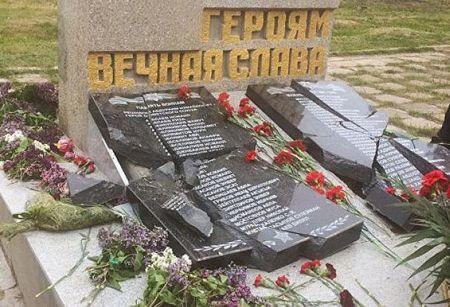 В Крыму продолжают разбивать памятники
