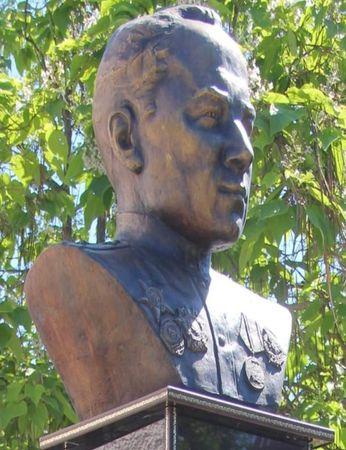 В Крыму установили памятник танкисту Люманову