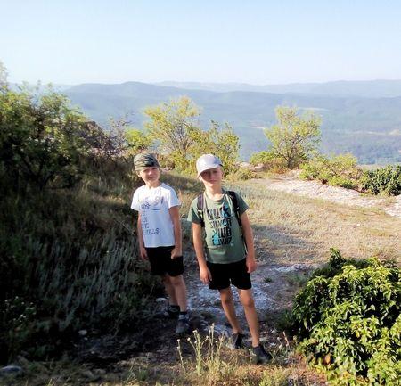 Асан-акай и Вова-акай на плоской вершине Тепе Кермен