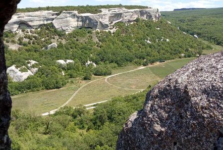 Вид из этой же пещеры на долину