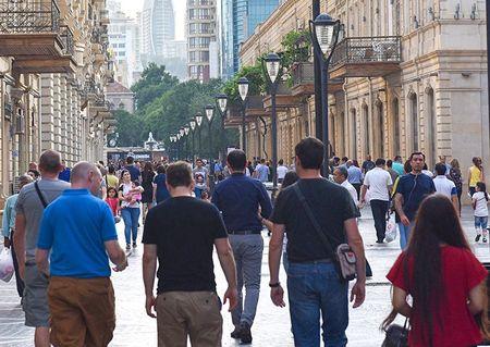 Сколько в Азербайджане людей