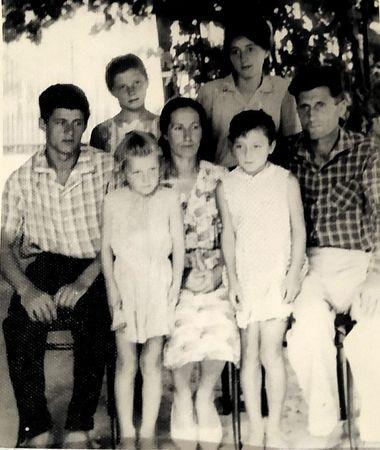 В 1947 г. женился. Жена – Февзие. Дети: Сейран (1948 г.р.), Лиля (1950 г.р.), Земине (1954 г.р.), Нермине (1957 г.р.) и Хатидже (1959 г.р.).