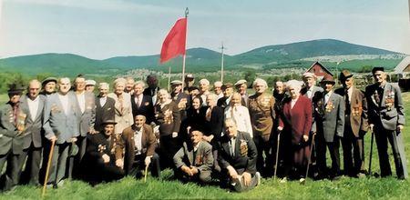 Ветеран Великой Отечественной войны Расимов Джемаледин (на фото первый справа) ушел в мир иной 22 мая 2002 г. на восемьдесят четвёртом году жизни.