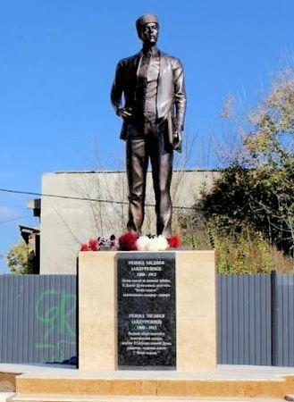В Карасубазаре открыли памятник Абдурешиду Медиеву